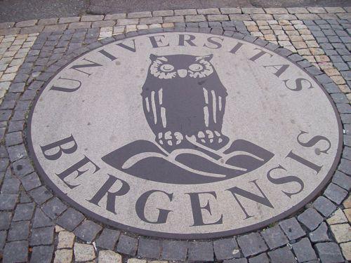 UIB-Logo auf Straße